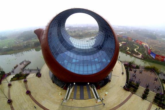中国、今度は茶壺の形のビル