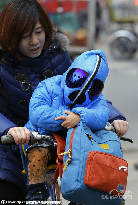 西安、大気汚染対策で3歳児の完全防護防塵服2