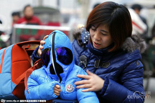 西安、大気汚染対策で3歳児の完全防護防塵服1