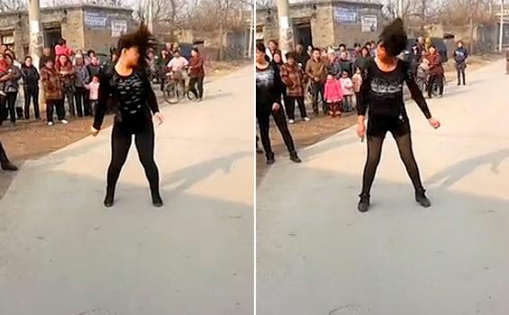 中国、おばさんたちの葬儀ダンス