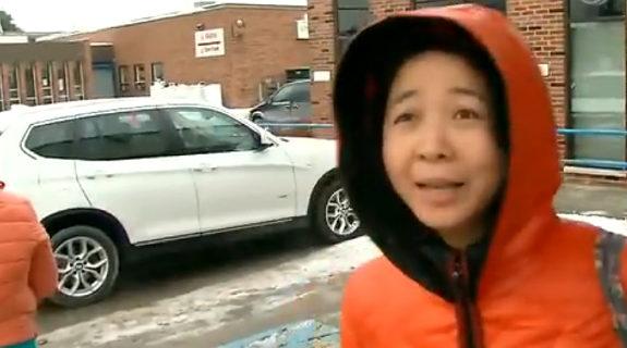 【中国】カナダ、BMWに乗った中国系の女2人、貧困層向け配給券を横取り1