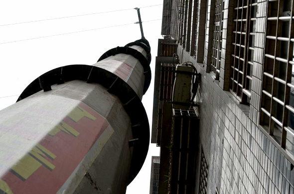 【中国】 19階建てビル並みの超巨大電柱 3
