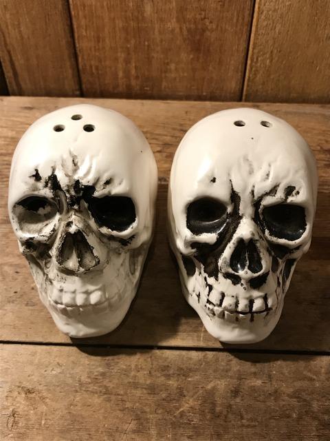 vintage ceramic skull salt & pepper shaker (1)