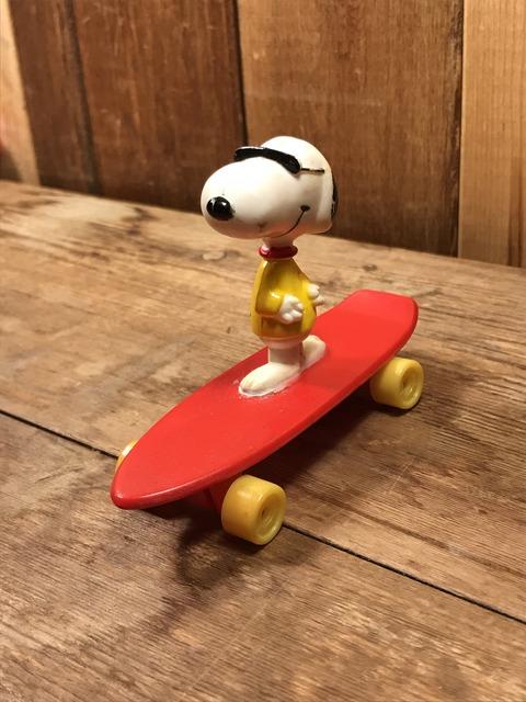 Vintage Peanuts Snoopy Skateboard Toy (3)