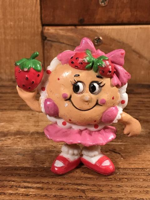 "Vintage IHOP ""Susie Strawberry"" PVC Figure (1)"