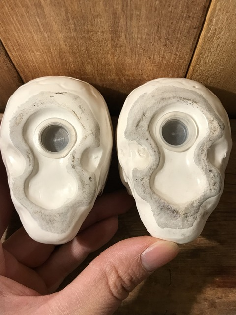 vintage ceramic skull salt & pepper shaker (8)