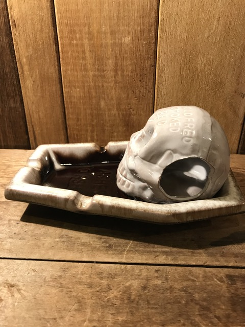 vintage ceramic skull coffin ashtray (8)