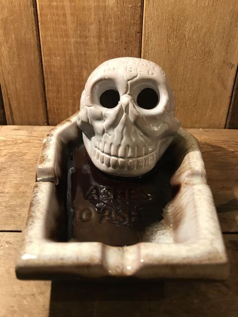 vintage ceramic skull coffin ashtray (4)