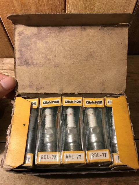vintage champion spark plugs with 10 box set (11)