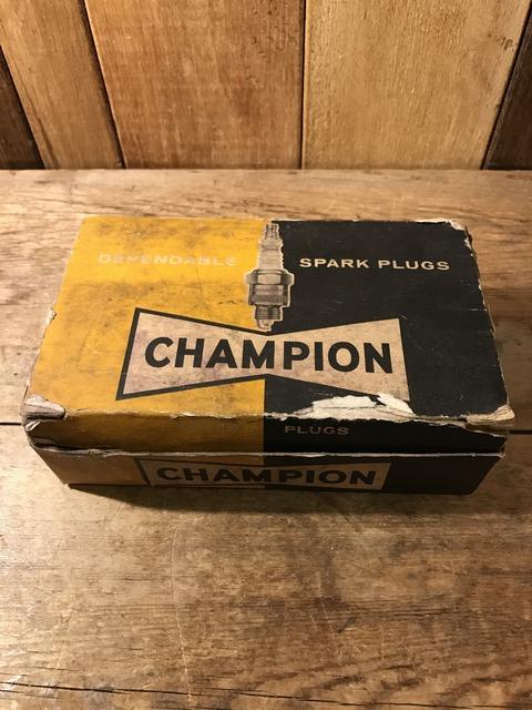 vintage champion spark plugs with 10 box set (1)