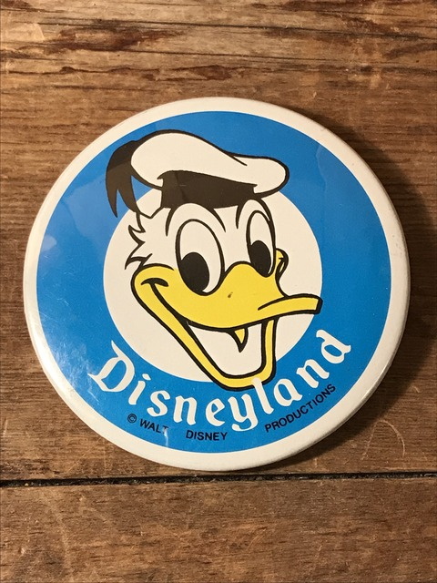vintage disney land donald duck can badge (2)