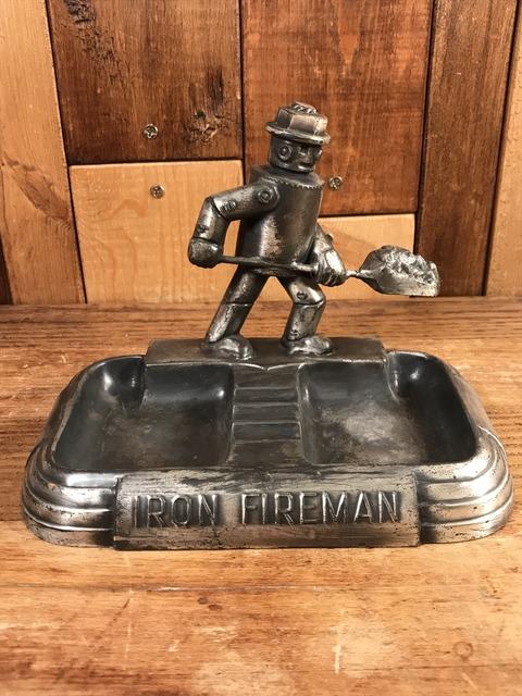 Vintage Iron Fireman Metal Ashtray (1)