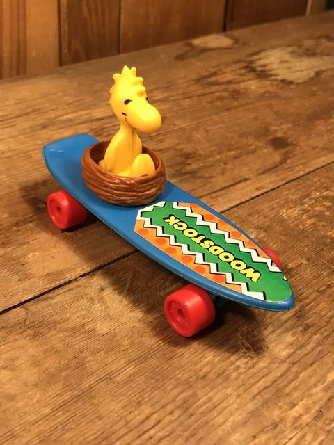 Vintage Hasbro Snoopy Woodstock Skateboard Toy (2)