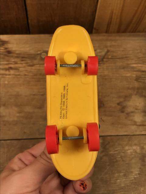 Vintage Aviva Snoopy & Charlie Brown Skateboard Toy (8)