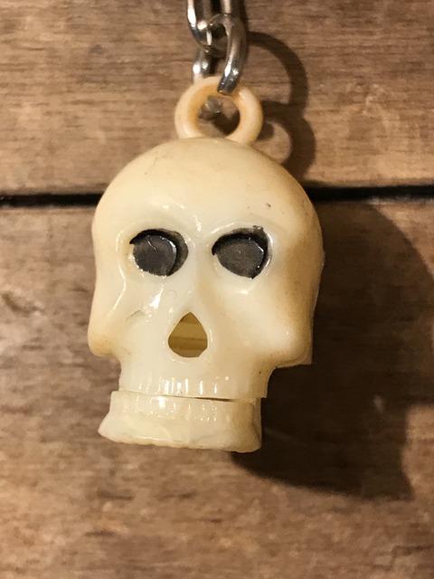 vintage skull chin gimmick keychain (9)