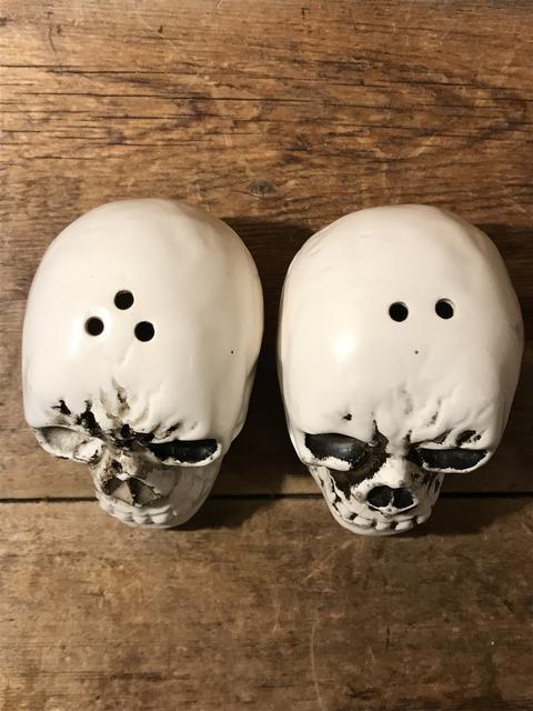 vintage ceramic skull salt & pepper shaker (7)