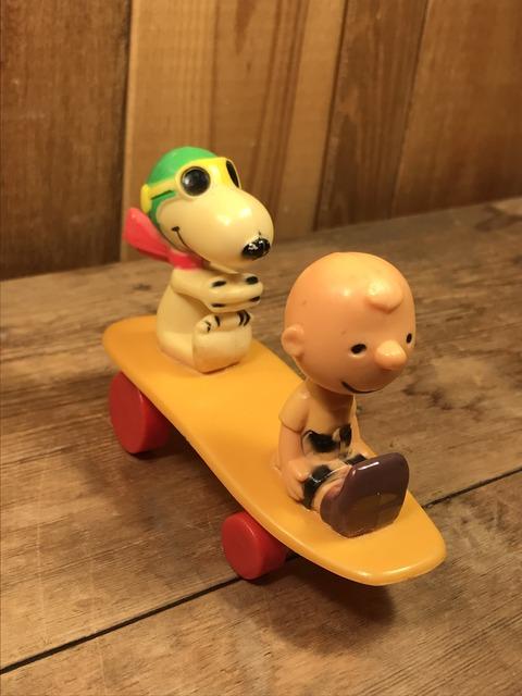 Vintage Aviva Snoopy & Charlie Brown Skateboard Toy (2)