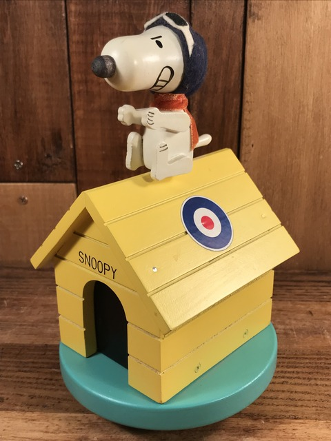 "Vintage Peanuts Snoopy Red Baron ""Flying Ace"" Music Box (2)"