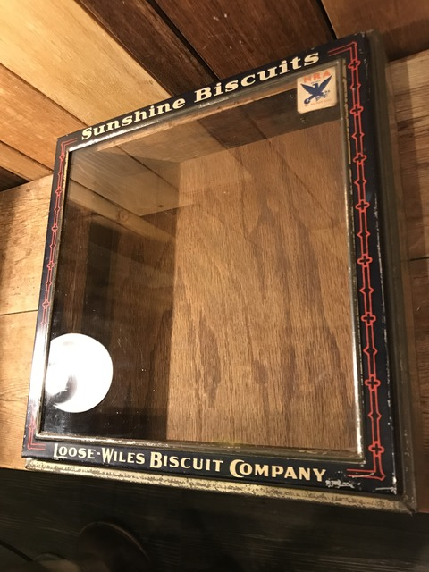 vintage sunshine biscuts metal display case (2)