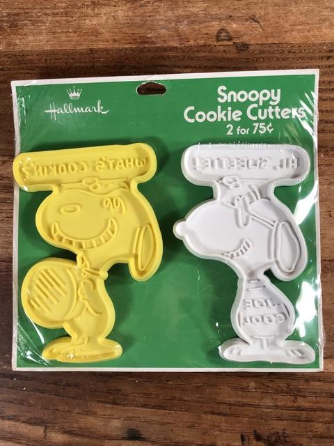 Vintage Hallmark Peanuts Snoopy Cookie Cutters 2 Set (1)