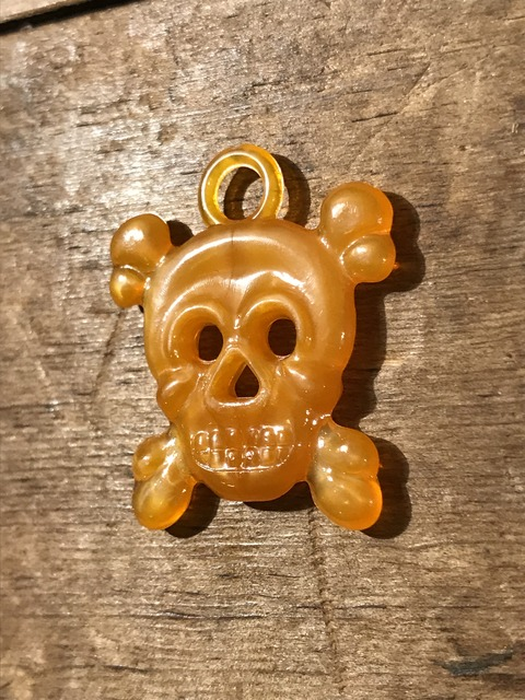 vintage gumball cracker jack skull crossbone charm (33)