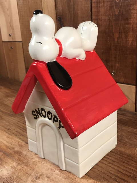 """Vintage Peanuts Snoopy """"Sleep On The Kennel"""" Coin Bank (2)"""