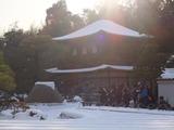 銀閣寺. 向月台も銀沙灘も雪に覆われる