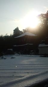 新雪のさざ波寄せる銀閣寺