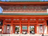 平安神宮, 平安京の朱雀門を模している