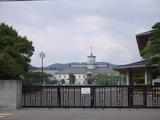 「旧開智小学校」、手前は新校舎(松本市)