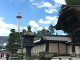 東本願寺烏丸通りからの京都タワー