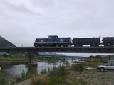 昔よくウォーキングした盛川、太平洋セメントのトロッコ列車が行く