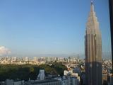 Skyscraper(ドコモビル):空(sky)を掻く(scrape)ほど背が高い