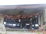 体育館の中は破壊され尽くした
