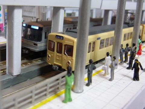 飢乃町駅と東武2000系と東京メトロ03系その4