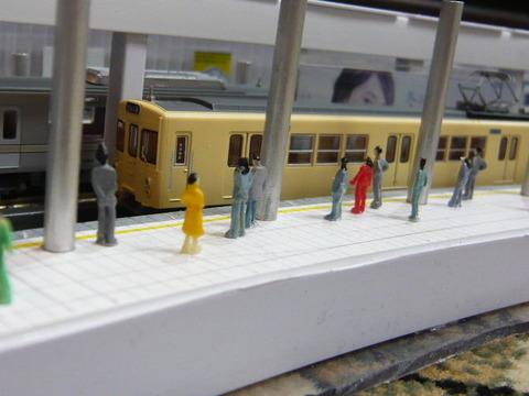 飢乃町駅と東武2000系その3