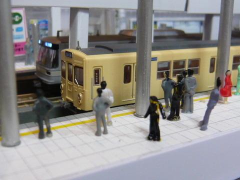 飢乃町駅と東武2000系と東京メトロ03系その1