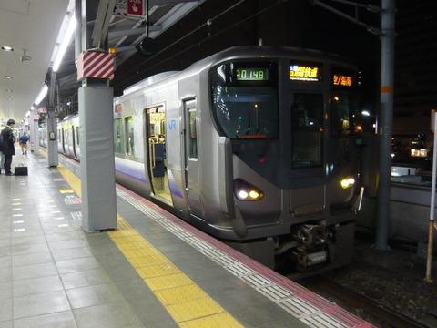 2018年2月撮影、大阪駅にて225系