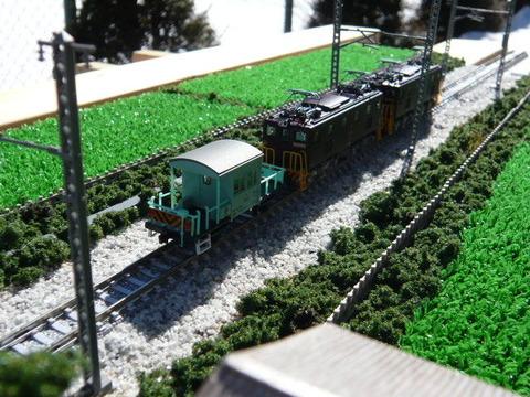 三枚下駅付近とヨ101形