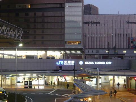 2018年2月撮影、大阪駅にて御堂筋南口付近