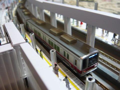 飢乃町駅と東武20070系その2