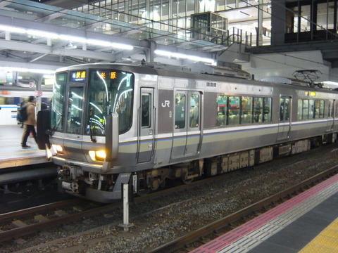 2018年2月撮影、大阪駅にて223系その1
