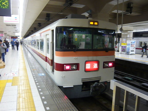 2016年12月撮影、浅草駅にて東武350系その2