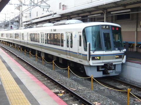 2018年2月撮影、京都駅にて221系その2