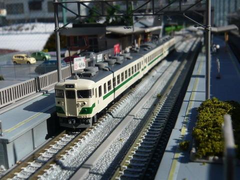 高架脇の羽度大木駅と455系その4