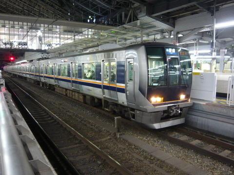 2018年2月撮影、大阪駅にて321系