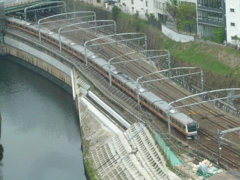 2017年4月撮影、御茶ノ水駅付近のE233系