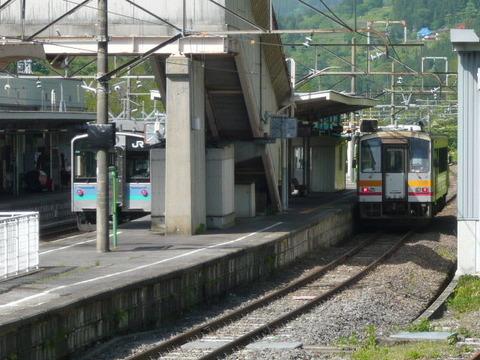 2018年5月撮影、南小谷駅とキハ120