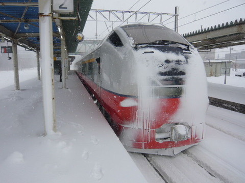 2018年1月撮影、鷹巣駅にてE751系