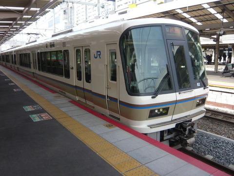 2018年2月撮影、京都駅にて221系その1